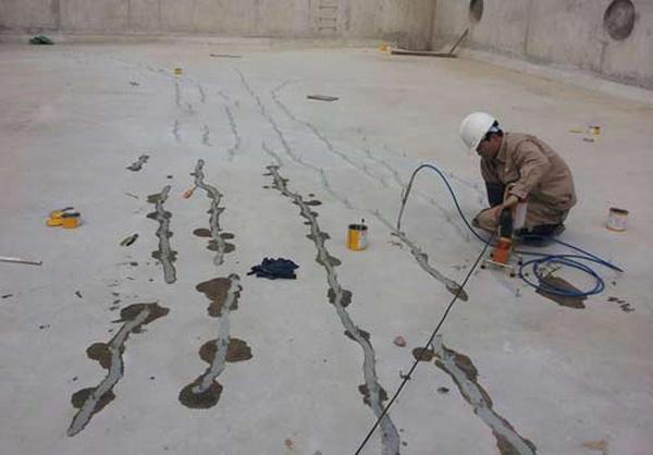 cách chống thấm khe nứt bê tông